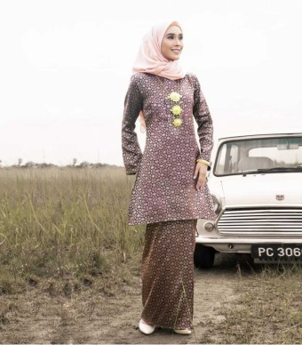 Luxe Gulinear Kurung Riau Blood Red Gold