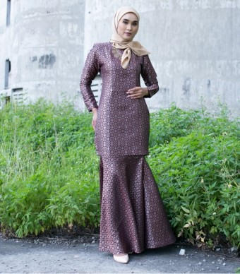Luxe Daisy Kurung Moden Blood Red Gold